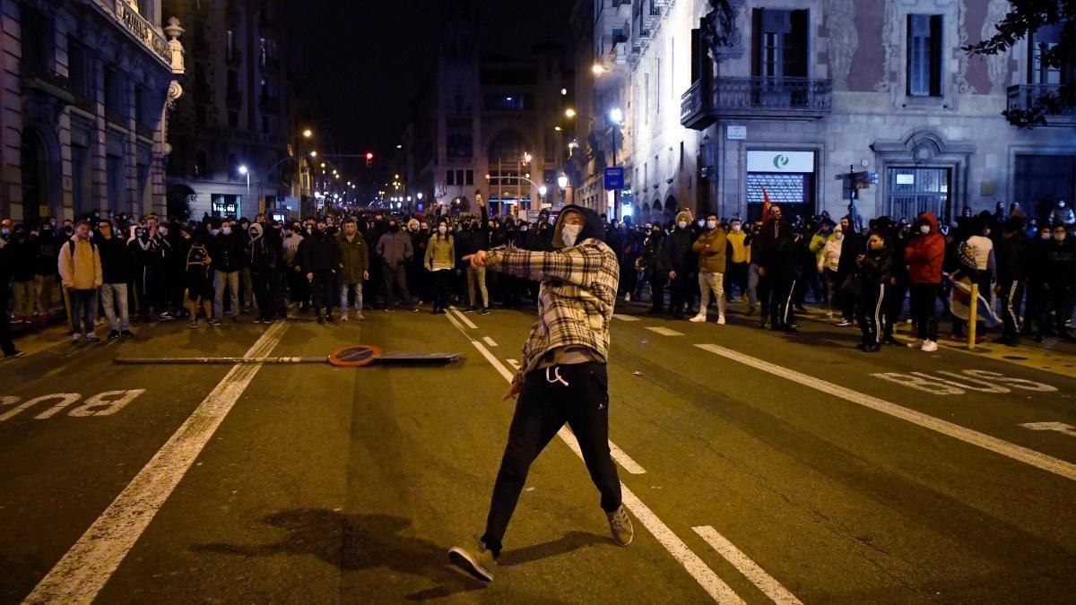 Manifestantes en las protestas por Pablo Hasél en Barcelona.