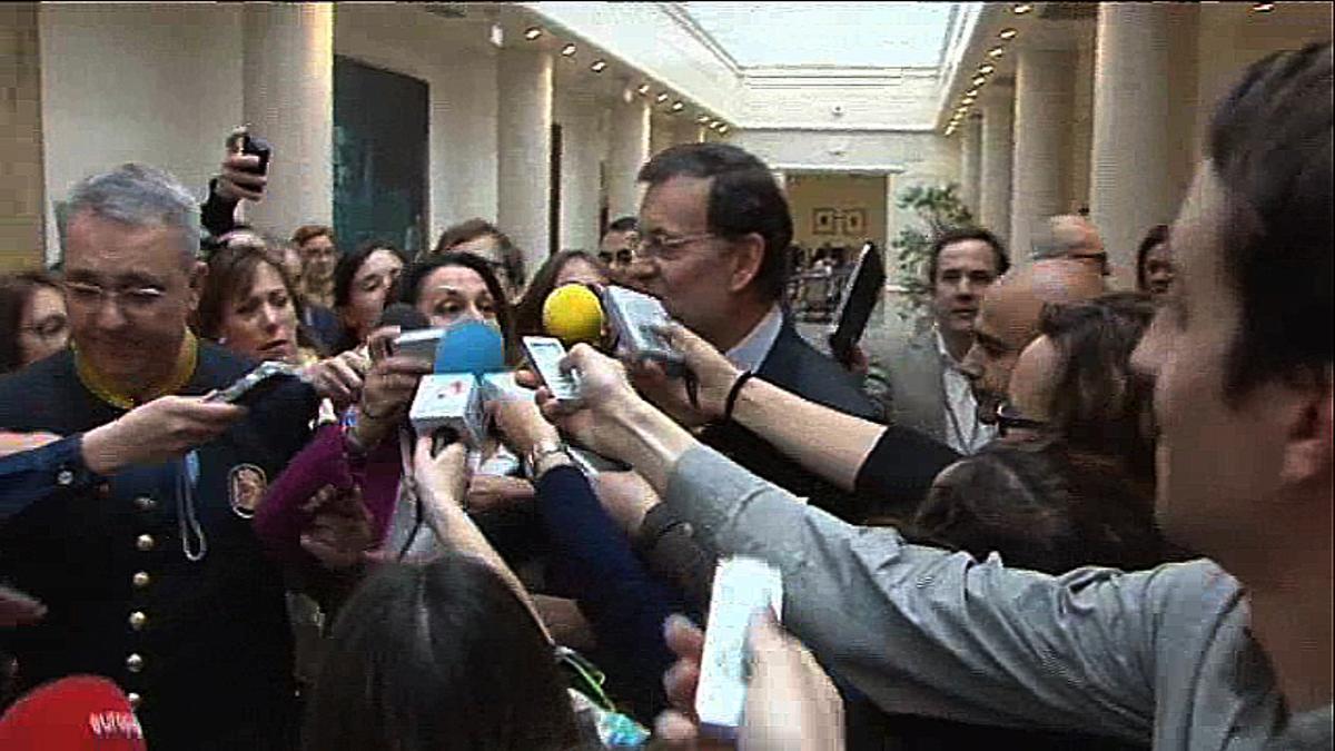 El president del Govern, Mariano Rajoy, que ha assistit avui a la sessió de control al Govern al Senat, ha evitat parlar amb els periodistes als passadissos.