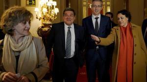 Las exministras Carcedo (i) y Valerio (d) durante un desayuno informativo.