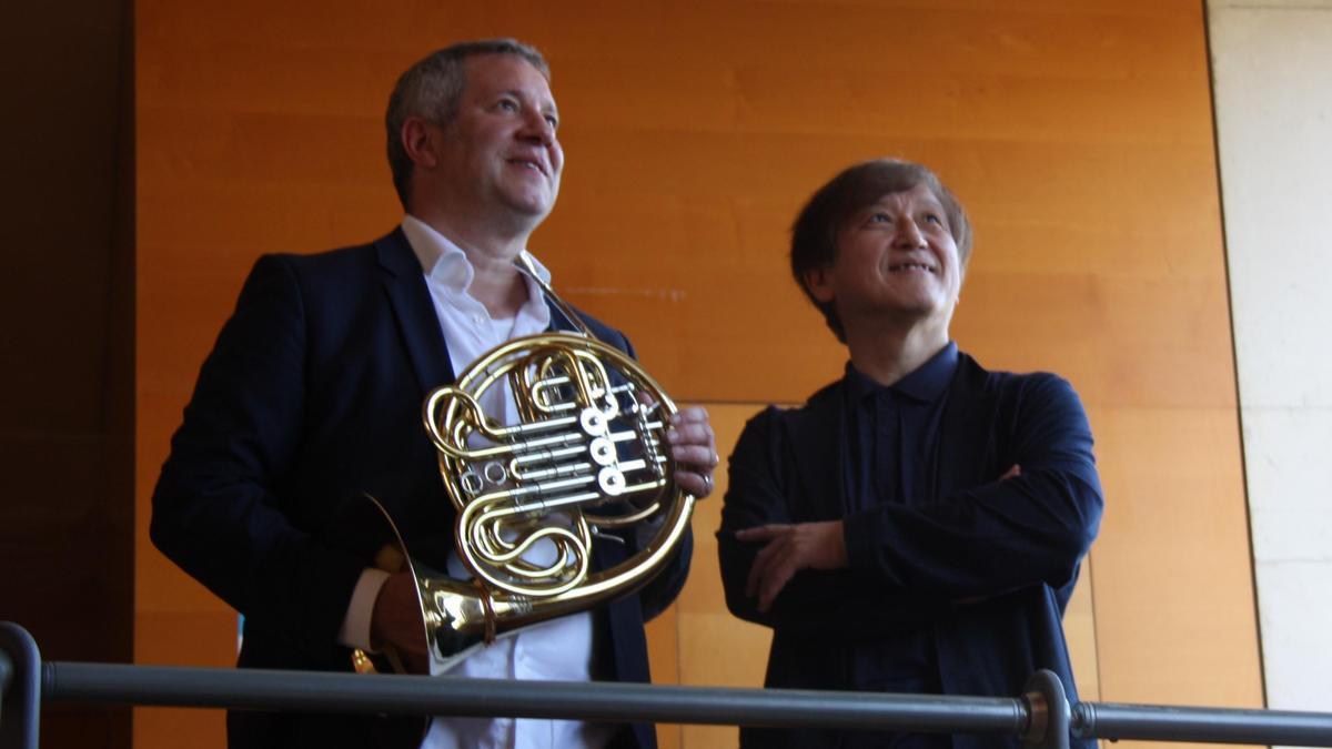 El maestro nipón Kazushi Ono y solista de trompa de la Filarmónica de Berlín, Stefan Dohr, en el Auditori.
