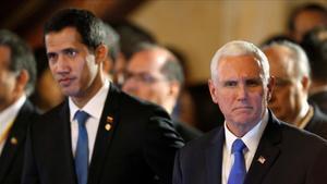 El vicepresidente de EEUU,Mike Pence, junto al autorpoclamado presidente de Venezuela,Juan Guaido, en Bogotá.