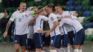 Eslovaquia celebra el tanto deKucka contra Irlanda del Norte.