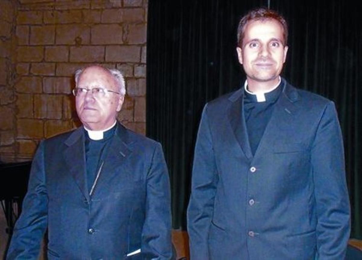 El obispo saliente, Jaume Traserra (a la izquierda), con su sucesor en la diócesis de Solsona, Xavier Novell.