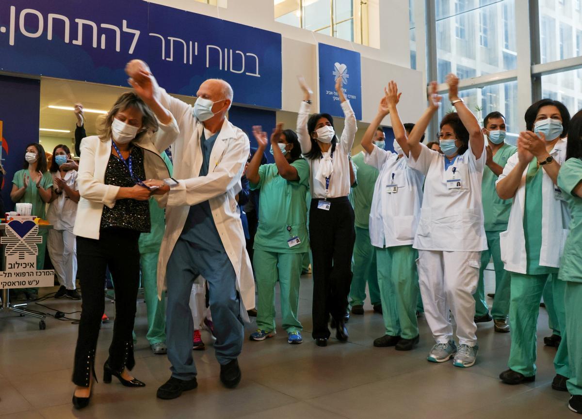 Israel suprimeix l'ús obligatori de mascaretes a l'aire lliure
