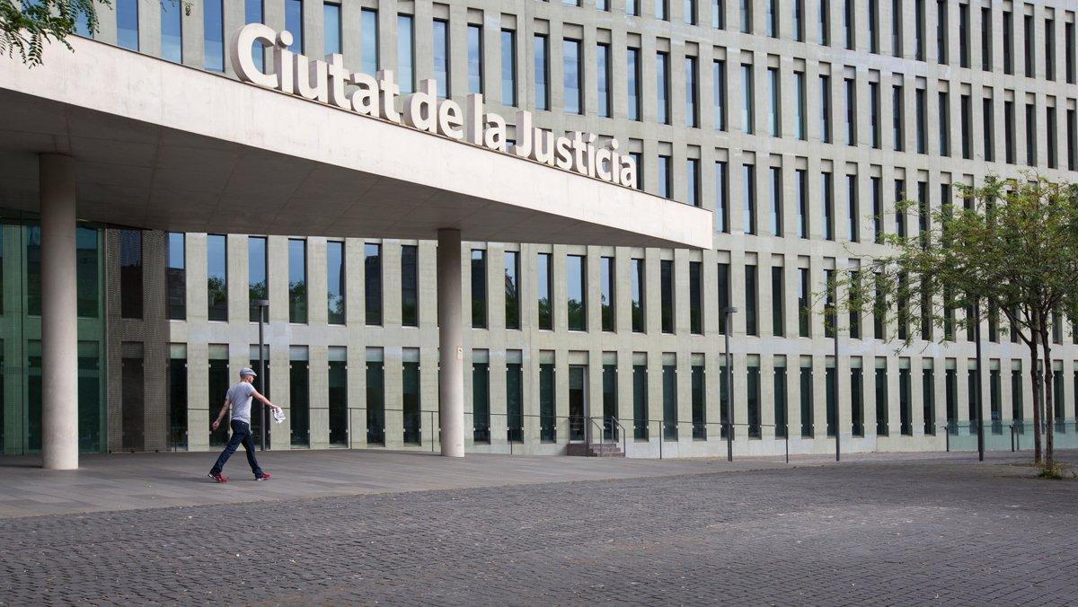 Entrada a la Ciutat de la Justícia, en L'Hospitalet de Llobregat.