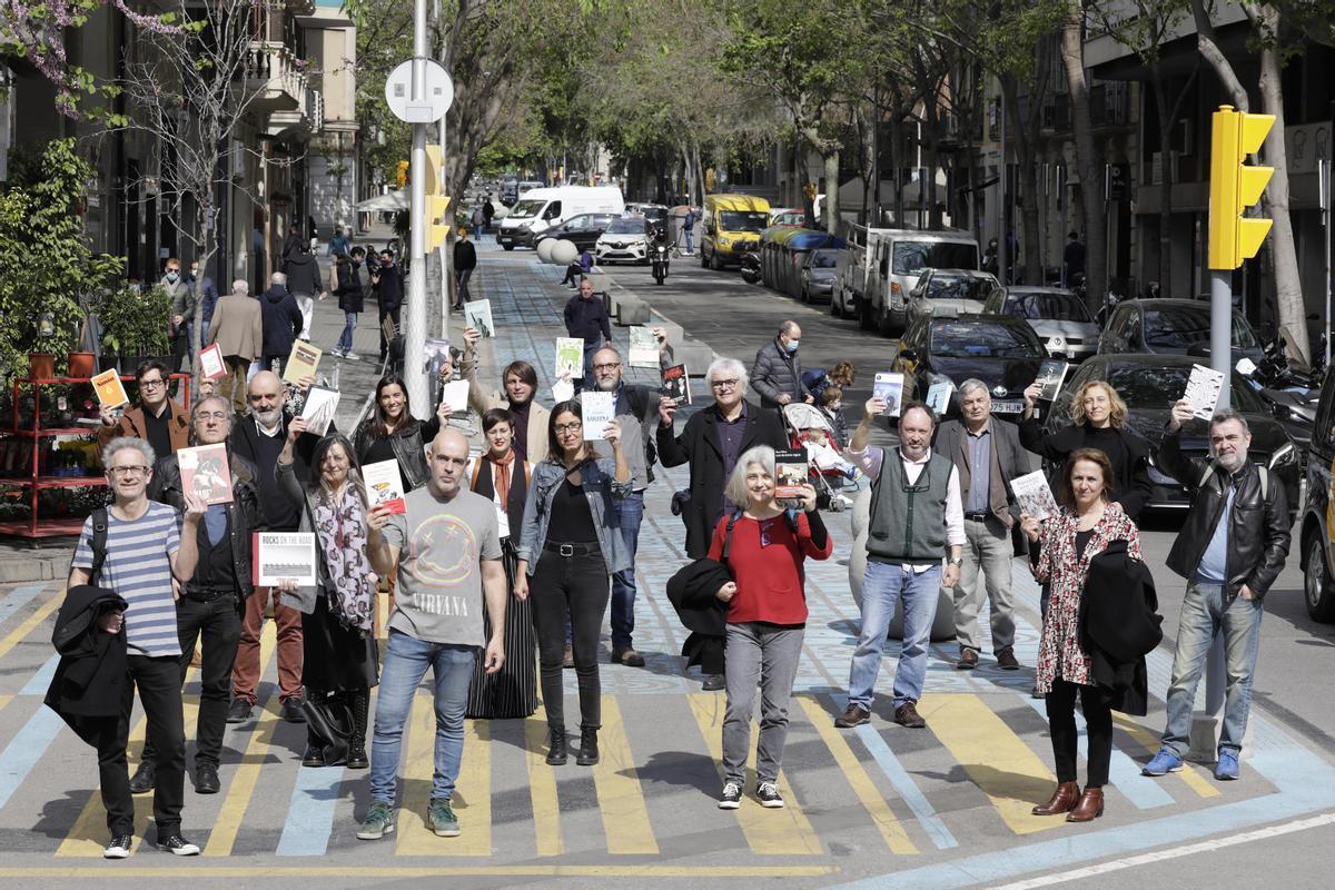 Los escritores de EL PERIÓDICO reunidos por Sant Jordi