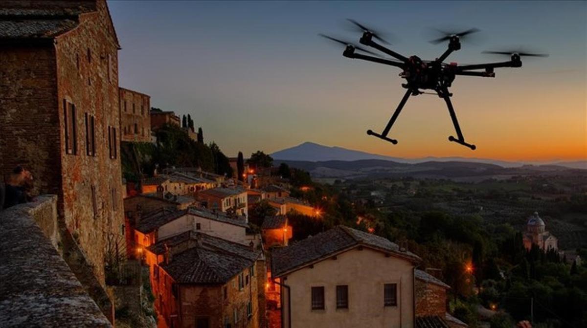 Silueta de un dron volando sobre una antigua ciudad europea.