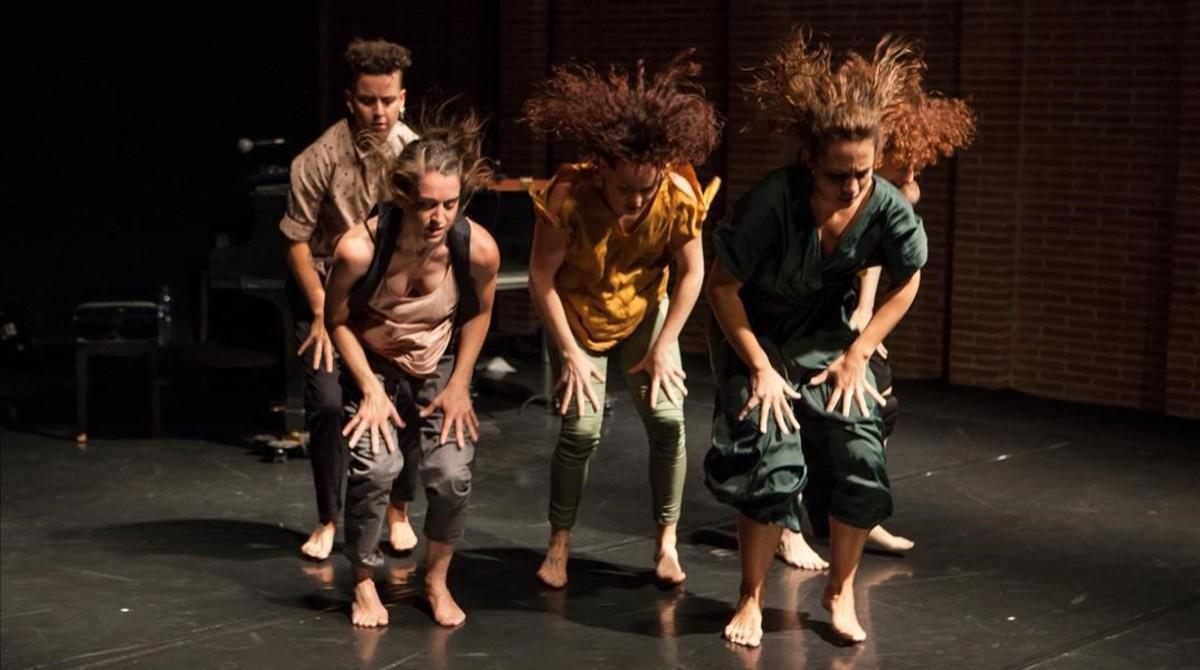 Las intérpretes, en una escena de 'Aüc'.