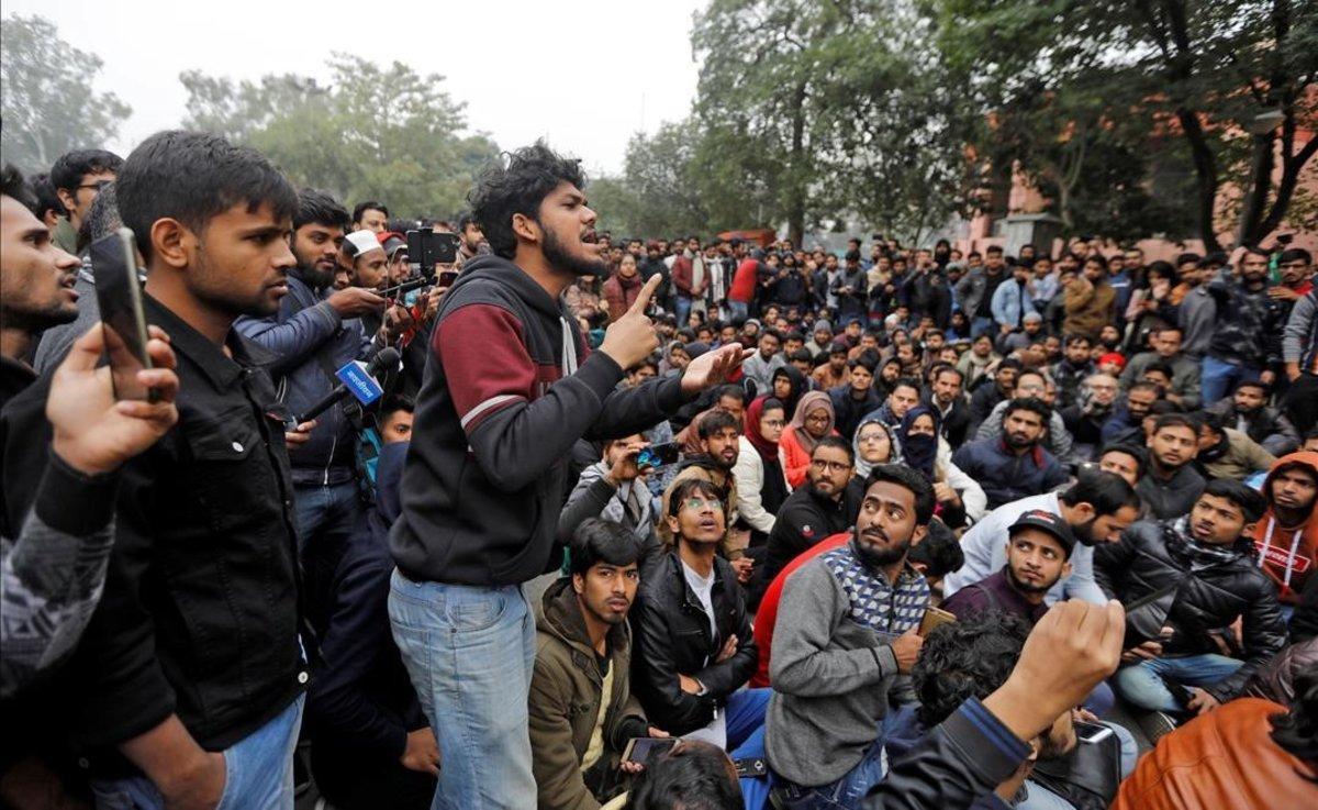 Protesta universitaria en Nueva Delhi contra la nueva ley de ciudadanía.
