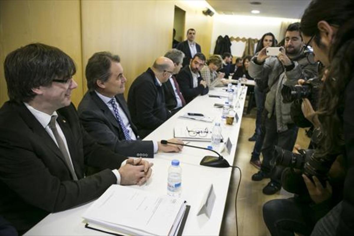 Reunión de la ejecutiva de Convergència con Puigdemont y Artur Mas.