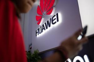 Logotipo de Huawei en una tienda deChina.