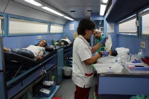 Interior de un autobús del Banc de Sang instalado en Manresa.
