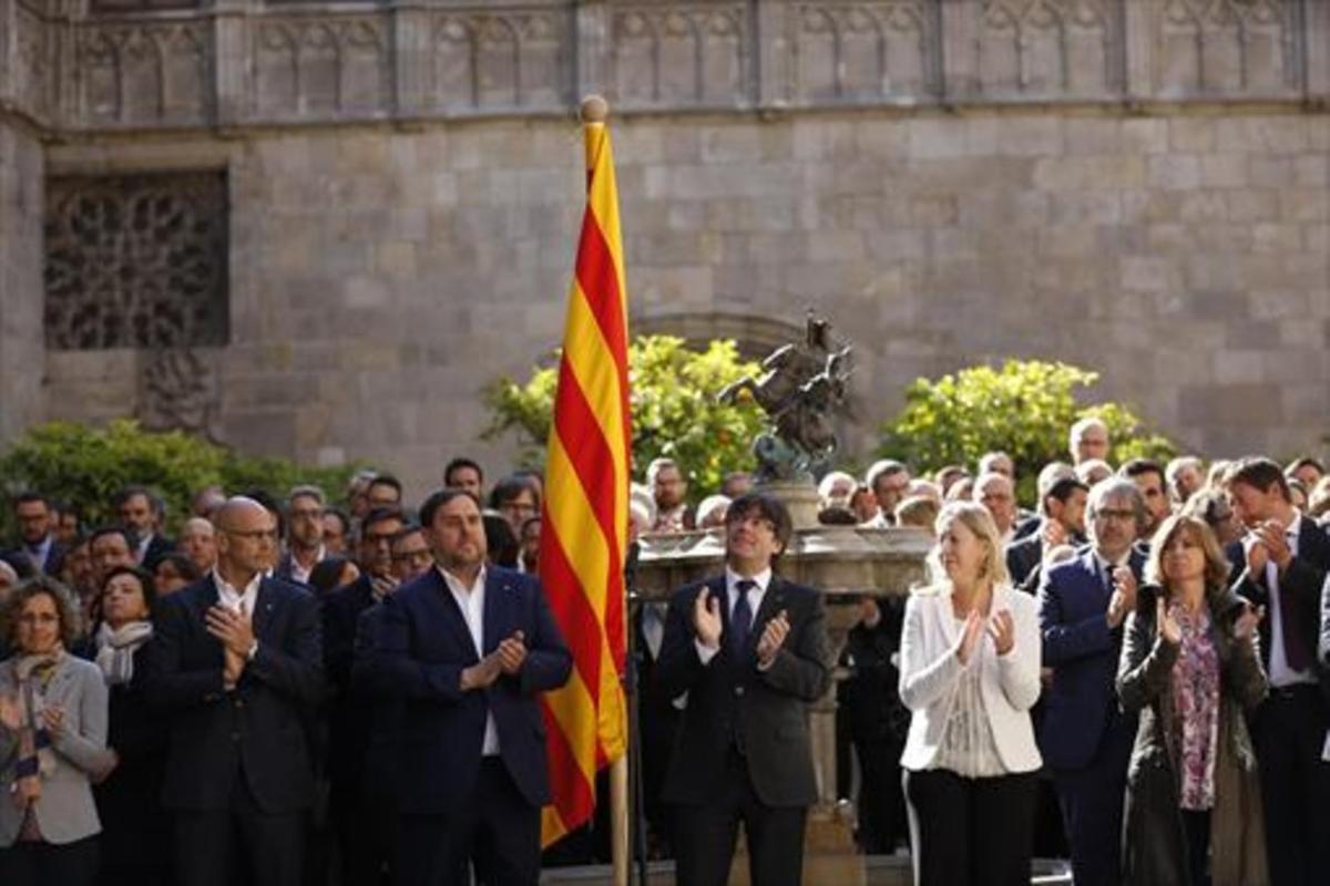 El Govern y el 'sottogoverno', en pleno, en el Pati dels Tarongers, el 21 de abril del 2017.