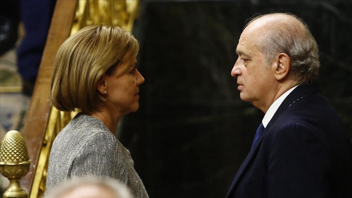 María Dolores de Cospedal con Jorge Fernández Díaz en el Congreso en 2016.
