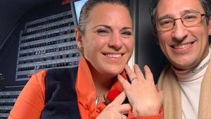 El novio de una azafata aparece por sorpresa en su avion y se declara ante el pasaje foto la nueva espana