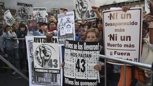 Manifestaciónen apoyo a los familiares y amigos de los 43 estudiantes de Ayotzinapa desaparecidos. AFP