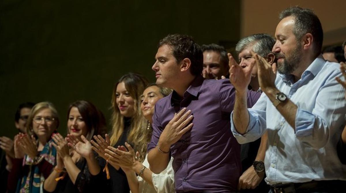 Albert Rivera y Juan Carlos Girauta, entre otros, en el acto celebrado por Ciutadans este domingo.