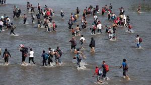 Mèxic dissol a cops la caravana migrant