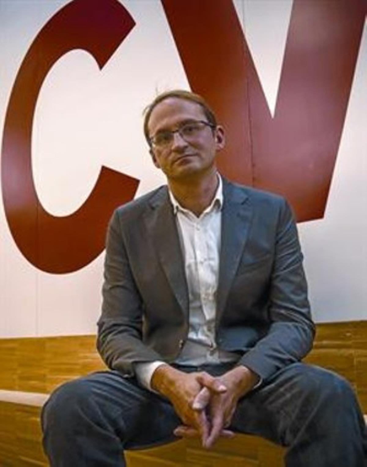 El secretario general de ICV, Joan Herrera, en la sede nacional del partido, después de la entrevista.