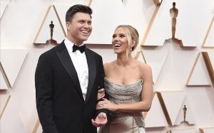 Scarlett Johansson yColin Jost, en la última ceremonia de los Oscar.
