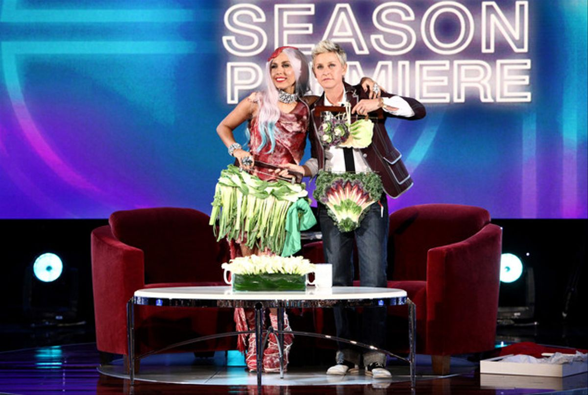 Ellen DeGeneres, derecha, junto a la triunfadora Lady Gaga en la entrega de premios MTV.