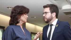 La vicepresidenta del Gobierno, Carmen Calvo, y su homólogo en la Generalitat, Pere Aragonès, el pasado año en la Moncloa.