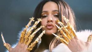 Rosalía, en una captura del videoclip de 'Aute cuture'