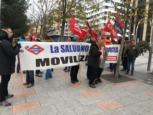Concentración de trabajadores de Metro de Madrid a las puertas de los juzgados de Plaza de Castilla.