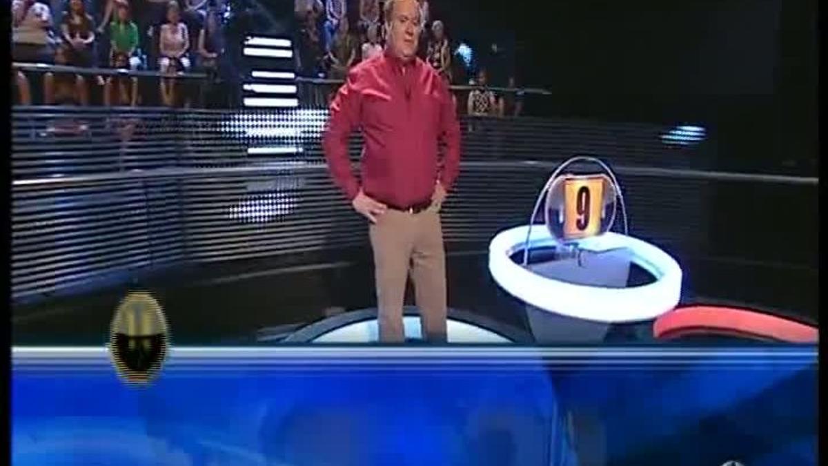 Arturo Valls con la concursanteAmaya (¡Ahora caigo!, A-3 TV).