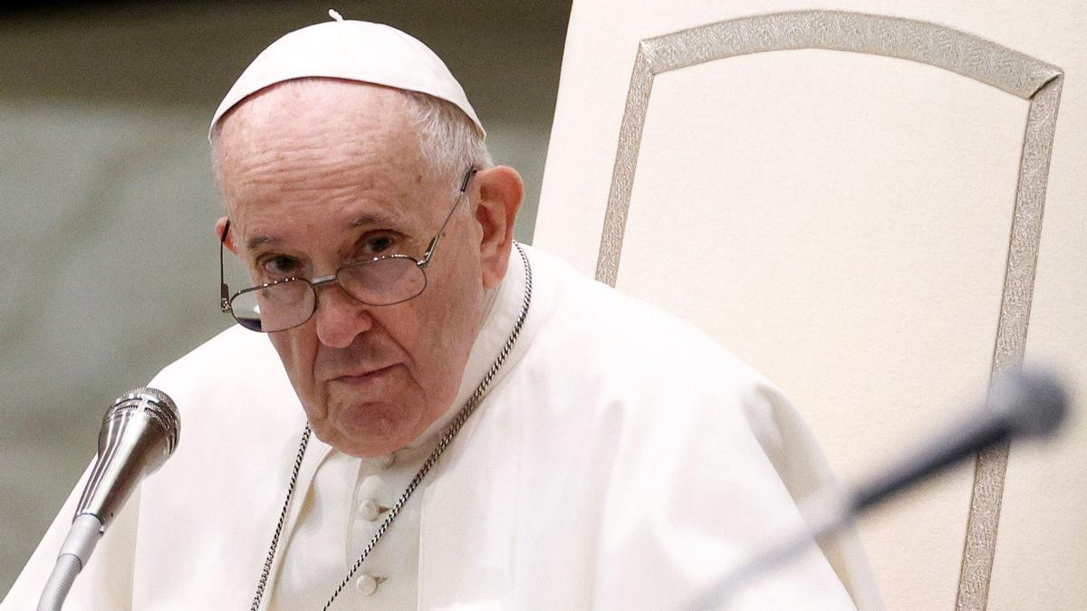 """El Papa insta a vacunarse del covid: """"Es un acto de amor"""""""