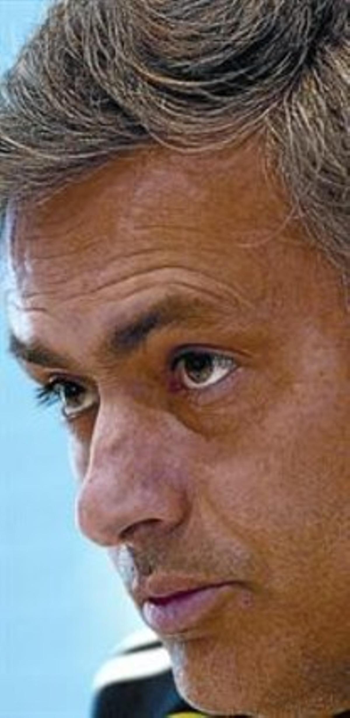 Mourinho atiende a una pregunta en la sala de prensa de Valdebebas.