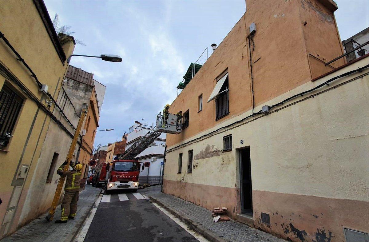 Desallotgen sis veïns a l'enfonsar-se part d'una vivenda a Mataró