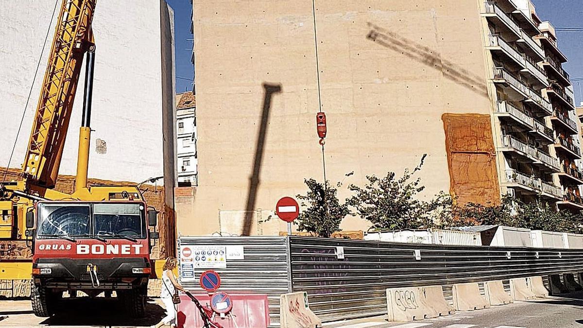 Obras de la residencia de estudiantes que la británica Amro promueve en la calle Palleter de València.