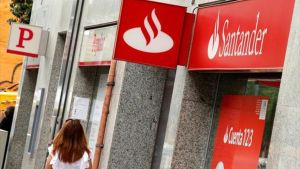 Oficinas 8Una agencia del Santander junto a otra del Popular.