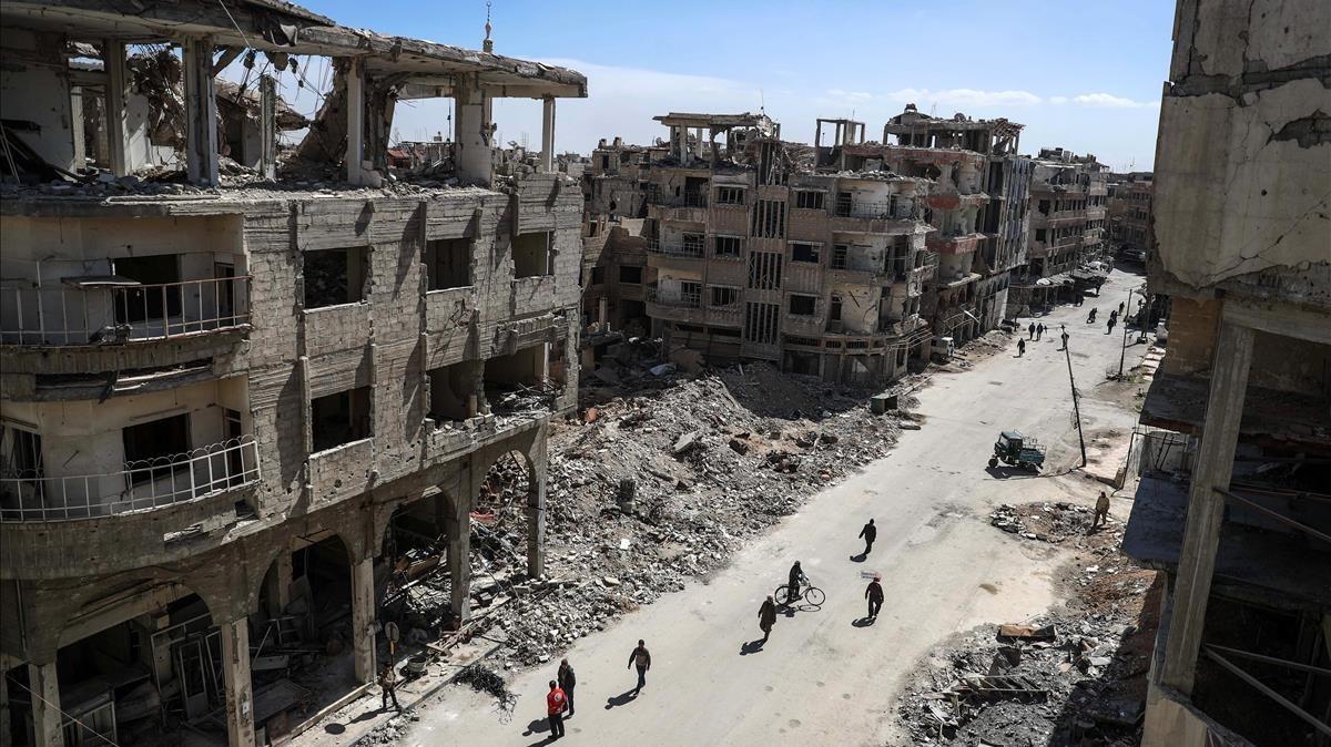 Edificios destruidos en un barrio de Duma, en Guta Oriental, principal feudo opositor cerca de Damasco (Siria), el 9 de marzo.