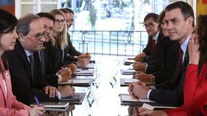 Un moment de la primera reunió de la taula de diàleg entre Catalunya i el Govern espanyol, encapçalat per Quim Torra i Pedro Sánchez, a la Moncloa, el passat 26 de febrer.