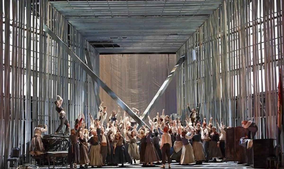 Una escena coral de 'La muerte de Danton', de Gottfried von Einem,en una nueva producción de la Staatsoper de Viena.