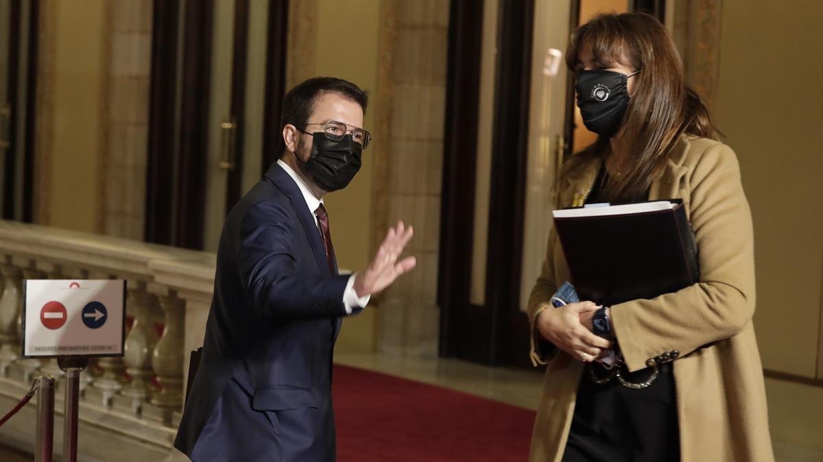 Pere Aragonès y Laura Borràs al finalizar la Sesion Debate de investidura en el Parlament para elegir al President de la Generalitat de Catalunya