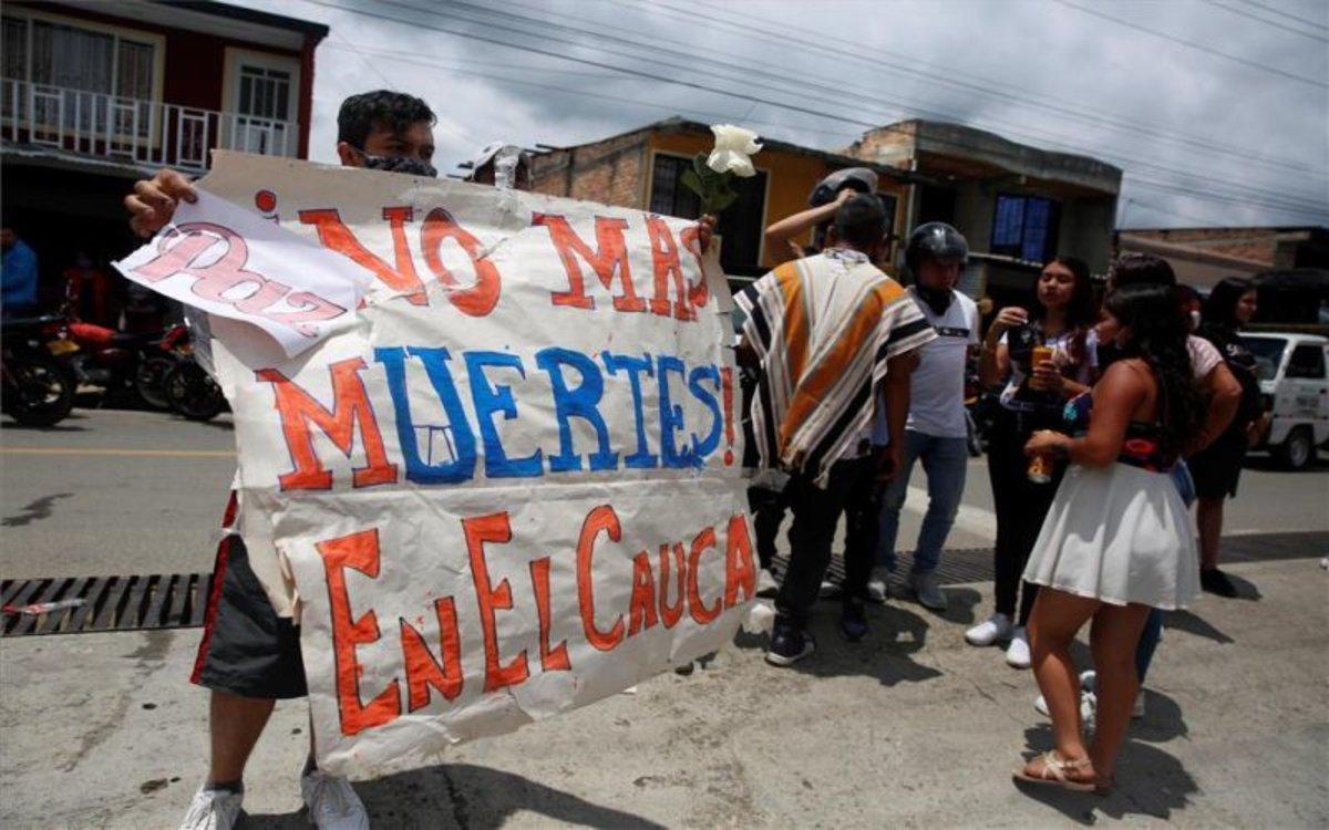 Ciudadanos en Colombia piden que se detengan las masacres.