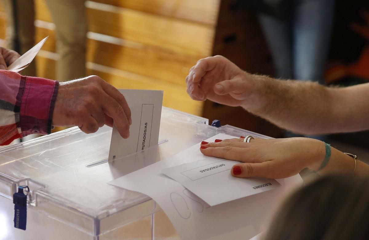 Momento de la fotación en un colegio electoral.