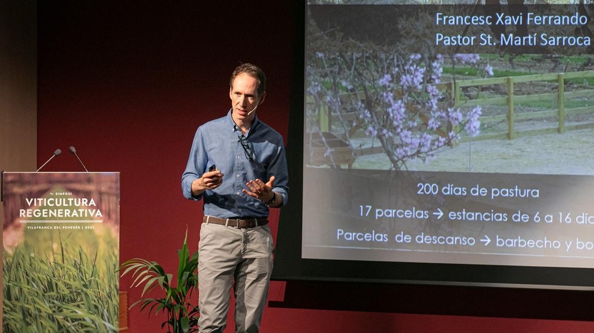 Miquel Torres Maczassek, director general y quinta generación de Familia Torres, en el simposio sobre viticultura regenerativa celebrado en Vinseum, en Vilafranca del Penedès.