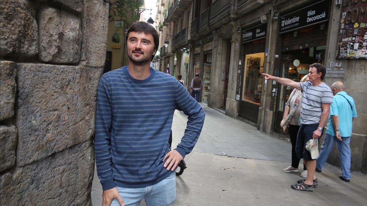 Ludovic Nau, técnico de Barcelona Activa, en el Raval.