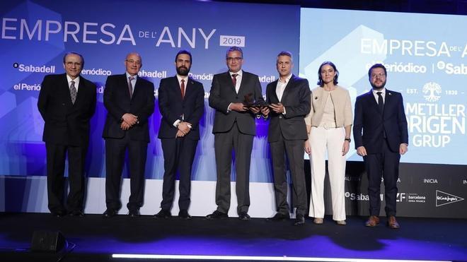 De izquierda a derecha, Javier Moll, Josep Oliu, Roger Torrent, Jordi y Josep Ametller, Reyes Maroto y Pere Aragonès, ayer, durante la entrega de los premios.