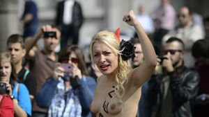 Primera protesta oficial de Femen a Espanya.
