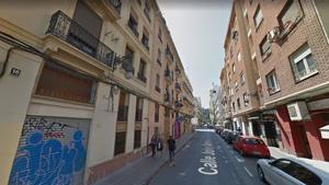 La céntrica calle Julio Antonio de València, donde este viernes se ha hallado a una mujer dependiente tendida en la cama junto a un hombre fallecido.