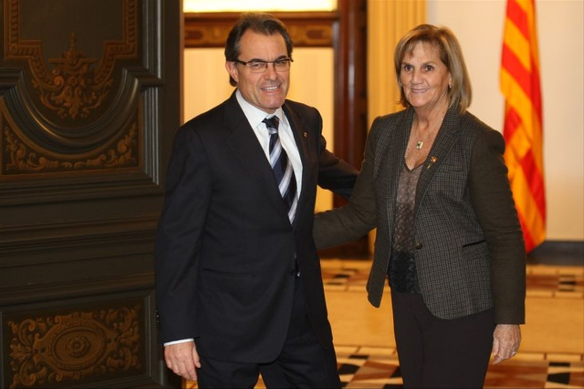 La presidenta del Parlament junto a Artur Mas, hoy.