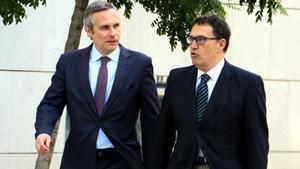 Josep Lluís Alay junto con el agobado Jaume Alonso-Cuevillas, esta mañana en la Audiencia Nacional.