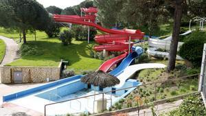 Varios toboganes del parque acuático Waterworld de Lloret de Mar.