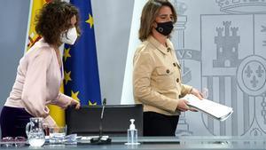 María Jesús Montero y Teresa Ribera, en la rueda de prensa posterior al Consejo de Ministros.