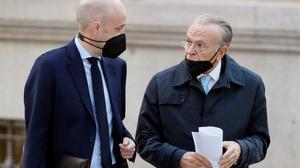 Isidro Fainé, en la foto, junto a su abogado, llega a la Audiencia Nacional para declarar.